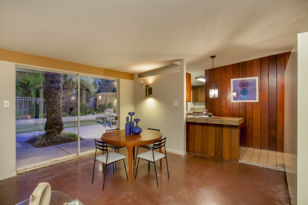 The adjacent patio and nearby kitchen flank the dining room of this 1955 Al Beadle-designed property in Phoenix, AZ. Photo by Hi-Res Media.