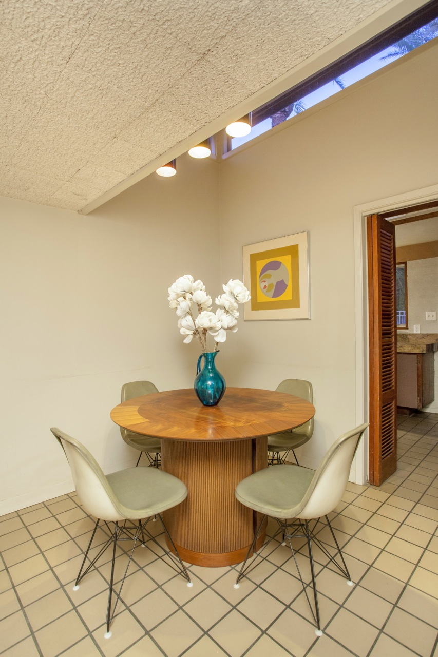 A seating area in this 1955 Al Beadle-designed property in Phoenix, AZ. Photo by Hi-Res Media.