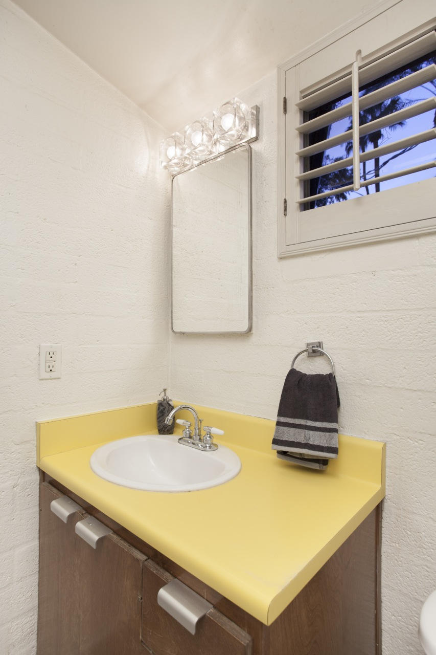 One of several intact bathrooms of this 1955 Al Beadle-designed property in Phoenix, AZ. Photo by Hi-Res Media.