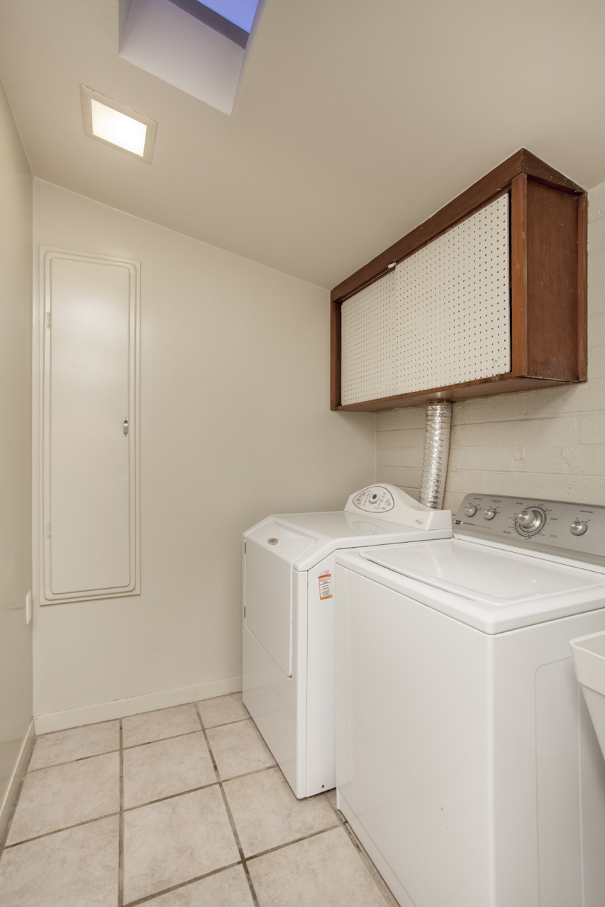 The recently updated laundry room of this 1955 Al Beadle-designed property in Phoenix, AZ. Photo by Hi-Res Media.