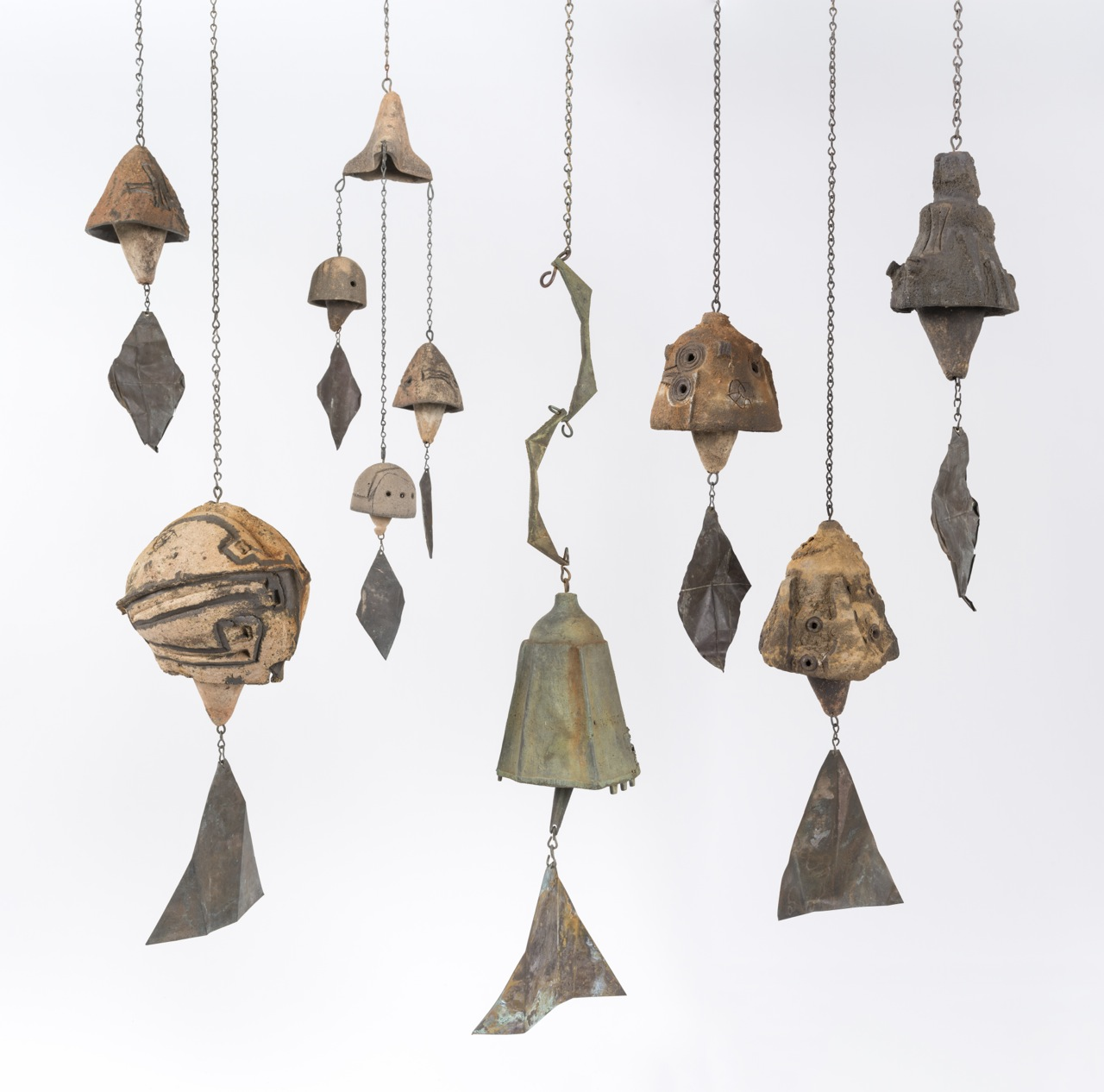 Paolo Soleri, Untitled bells, ca. 1960 – 68. Ceramic, bronze and aluminum with copper wind sails and metal hardware, dimensions variable. Collection of Will Bruder and Louise Roman, Phoenix. © Cosanti Foundation. Images courtesy of SMoCA.